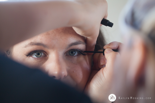 Laura Rybak putting makeup on Boudoir Goddess at Kaylyn Hoskins Photography